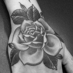 Rosen Tätowierung Handrücken