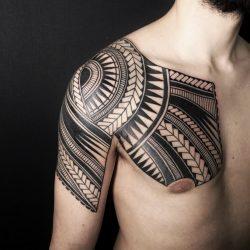 Polinesischer Oberarm Und Brust
