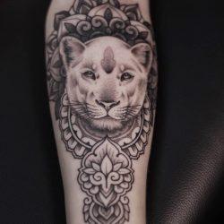 Löwentattoo Yoga Style Mandala