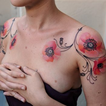 Aquarell Tattoo Blumen Frauen Schulter