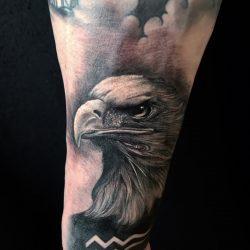 Realistisches Adler Tattoo In Schwarz Grau