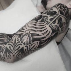 Tattoo Sleeve Totenkopf Und Ornamente