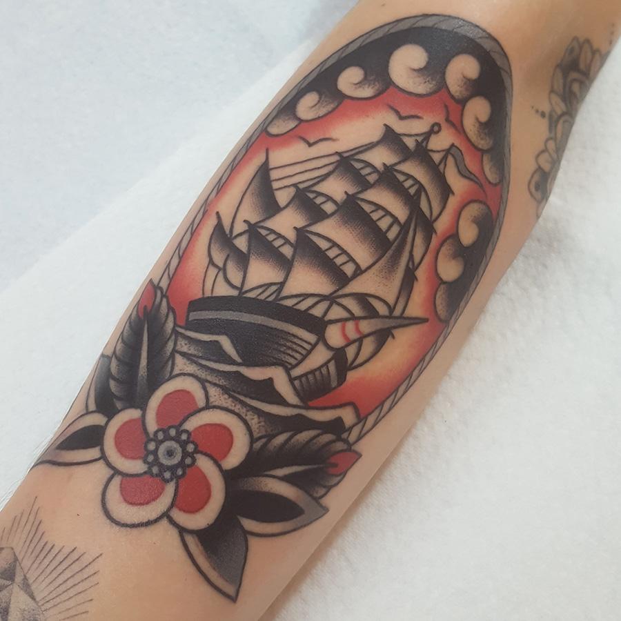 Classic Tattoo Berlin: Traditional & Blackwork Tattoo Artist Nikko
