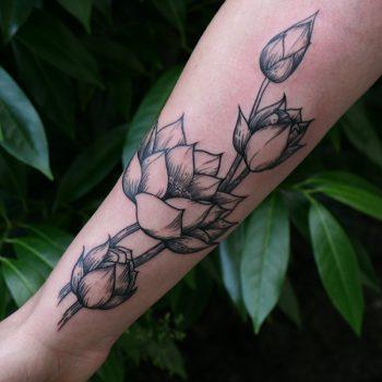 Linien Tattoo Blumen