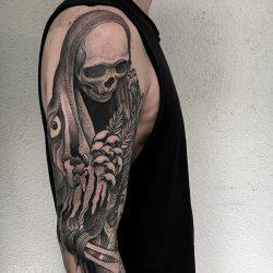 Grimm Reeper Tattoo Oberarm
