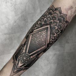 Unterarm Tätowierung Mit Dotwork Und Geometrischen Designs