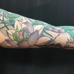 Blumenelf Tattoo Oberarm