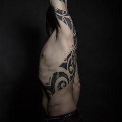 Maori Tattoo Oberarm Und Rippen