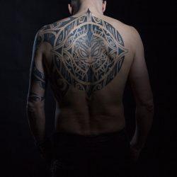 Grosses Maori Rücken Tätoo