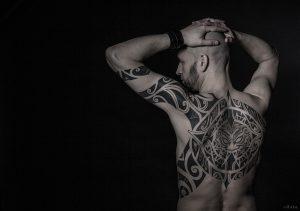 Maori Rücken Tattoo und Oberarm
