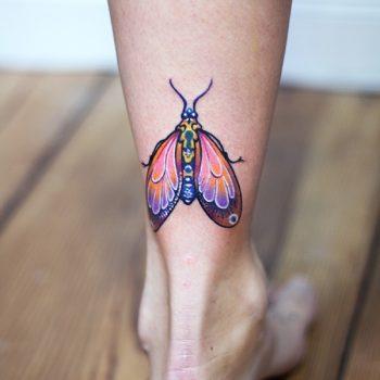 Buntes Motten Tattoo