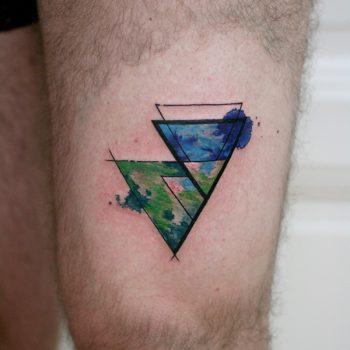 Triangel In Blau Und Grün Tätowiert