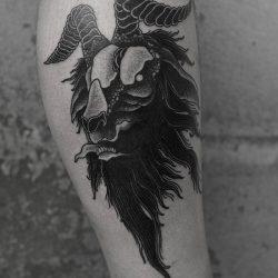 Widder Kopf Tattoo Schwarz Weiss