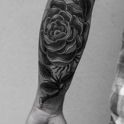 üppiges Blumen Tattoo Unterarm