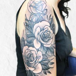 Dotwork Rosen Tattoo Auf Dem Oberarm