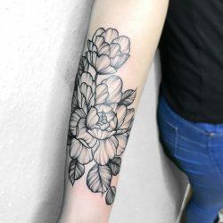Feines Peony Tattoo