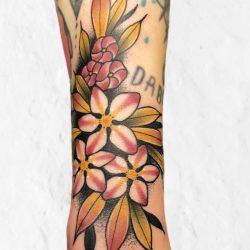 Buntes Blumenmotiv Tattoo