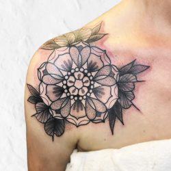 Schulter Mandala Tattoo