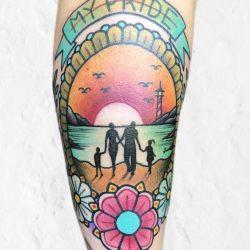 Sonnenuntergang Tattoo Mit Blumen Und Familie