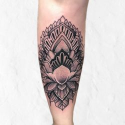 Tattoo Ornament Auf Dem Schienbein
