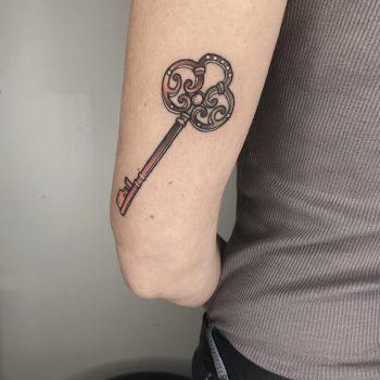 Schlüssel Tattoo Mit Farbverläufen