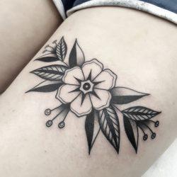 Kleines Florales Old School Tattoo