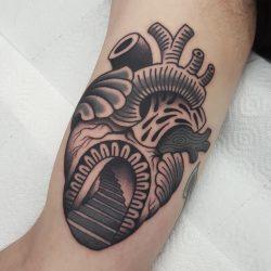 Anatomisches Herz Tattoo